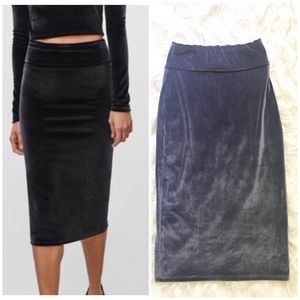 Aritzia Wilfred free super soft velvet midi skirt